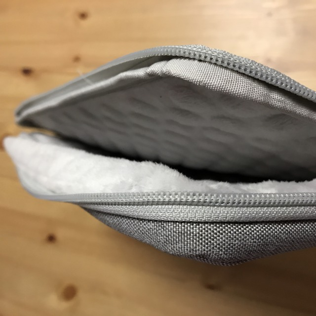 MacBookを大切に持ち歩く:保護ケース