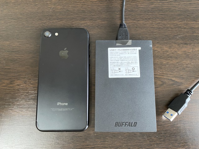 SSDとiPhone7のサイズの差